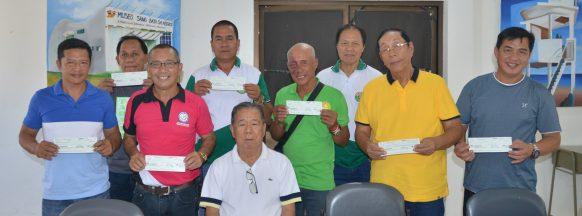 Governor distributes over P11M to Sagay City barangays