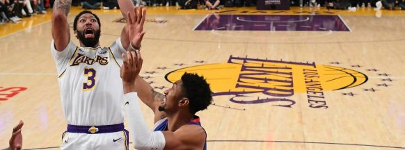 Davis, James dominate as Lakers win 5th straight