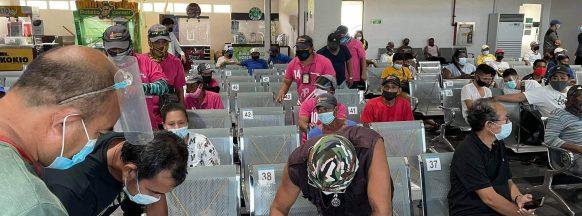 BREDCO porters receive food packs